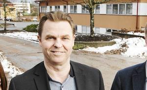 Regionrådet Hans Backman, L, vill att Region Gävleborg ska investera i en operationsrobot.