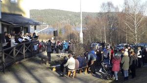 Svanökören på Valborgsfirande vid Svanö Folkets Hus.