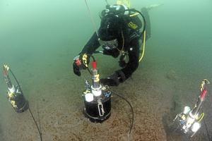 Arbetsprocessen. Här fotar marinbiologen från Kumla själv en provtagning i experimentkammare.Foto: Anders Torstensson