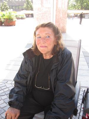 Anita Söderlund, 67 år, pensionär, Gävle.– Jag tycker det är allmänt trevligt i Gävle. Jag är ju inflyttad från Värmland, men märker ingen direkt skillnad. Jag älskar att sitta här på Stortorget och prata med folk. De flesta är väldigt trevliga.