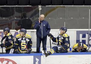 fundersam. Mats Waltin hoppas att hans spelare tar lärdom av förlusten i lördags till onsdagens match mot Västervik.