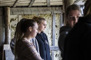 Det är inte jägare som Thomina Sundström i första hand vill bli. Det är jobbet på djurpark som lockar mer, och då krävs det att ha en jägarexamen för att skjuta bedövningspilar.