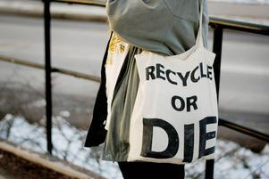 Att välja tygkasse istället för plastpåse är också ett sätt att vara miljövänlig, menar Emelie Sandström.
