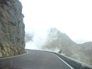 Vad väntar runt hörnet? På väg mot Sölden i dramatiskt väder med många hårnålskurvor!