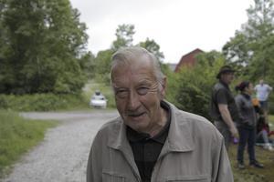 Kjell Gustafsson, 79, Färna, pensionär: Alltid. Jag undviker att handla med kort. Jag tar ut pengar på bankomaten.