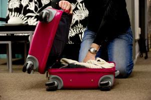 Packa inte väskan för tungt, då är risken större att den går sönder.