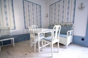 Ett av de inre rummen, Alexandrarummet, som går i gustaviansk stil.