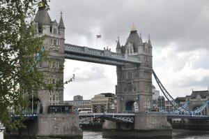 När vi var i London 1 maj helgen tog jag den här bilden på Tower Bridge.