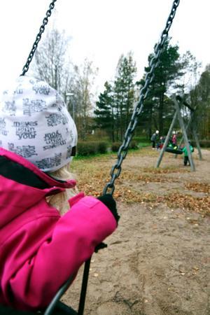 Lekplatsen vid Dalviksvägen är den som står på tur att rustas, om man ser till hur den används och vad som finns där i dag.