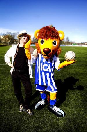 Kent Vickström från Falun fick uppdraget att sy IFK Göteborgs maskot.