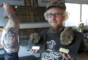 Två guldmedaljer i lava – det kom Falutatueraren Jocke Hultman hem med från Island.Foto: TRONS