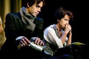 Chaplinbröder. Sydney, (Kalle Malmberg, Smålands teater och musik) och Charlie (Sara Lindh).