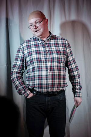 Johan Henriksson framförde det tal som Kurt Podgorski skickat till revyn.