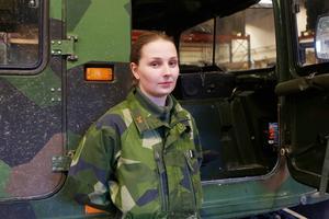 Tilda Lindqvist gick med i hemvärnet i vintras.