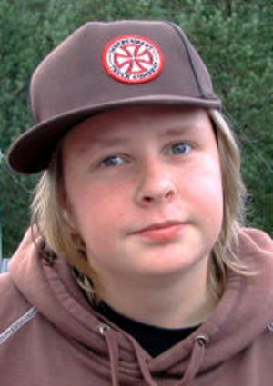 Simon Jonasson, 16 år, Timrå:—Någon gång händer det att jag tittar, men jag spelar inte själv.