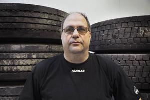 Ralf Norum har cirka 80 bussar att byta däck på.