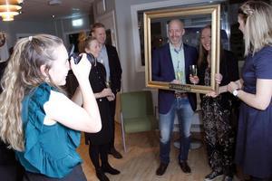 Joline Löfstrand fotade  och Ellen Embretsén och höll ramen då Malin och Andreas Lönnmo blev förevigade på fina festen.