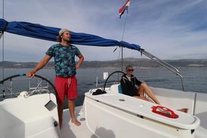 Björn Bergqvist och Emelie Knuts på båten.