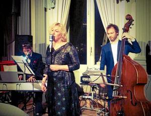 Nostalgiorkestern. Nu drar musikkvällarna på Svalbo igång för säsongen. Först ut är Nostalgiorkestern med Titti Hansson vid micken.