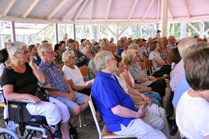 fullsatt. Dalkarlsbergs visfestival är populär och det fanns inte många stolar lediga i går.