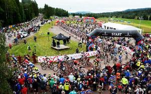 Det är för trångt i banan under Cykelvasan, menar Martin Löfgren som skadade sig i spåret i år och som även cyklade loppet 2010. Bilden är tagen vid starten i Sälen. Foto: Anders Mojanis