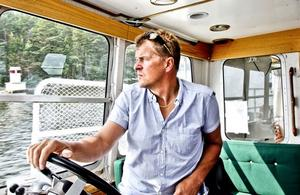 Skepparen Per Åker vill inte kalla sig kapten. Det är för skrytsamt till en sådan här liten båt, tycker han.
