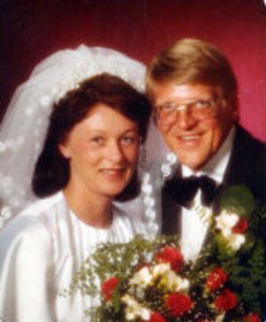 Ingrid, född Palm, och Sven Westin, Kvarsätt, Sundsvall, firar i dag silverbröllop. De vigdes den 20 juni 1980 i Selångers kyrka. Vigseln förrättades av Bror Holm.Foto: Ateljé Bild, Sundsvall
