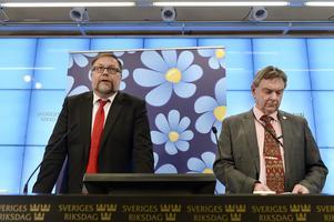 Bakläxa för Sverigedemokraterna i försvarsutskottet Mikael Jansson (tv) och Roger Richtoff.