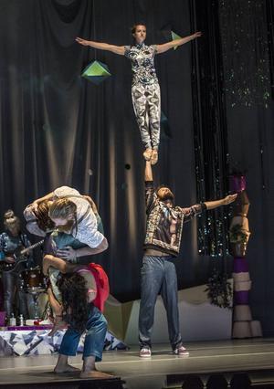 Så där är det väl ändå inte möjligt att göra? Frågar sig DT:s recensent som sett Cirkus Cirkörs nya föreställning.