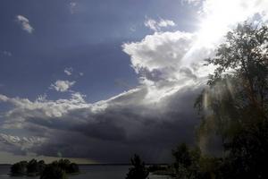 Ilskan över de besparingsförslag som drabbar Sollefteå sjukhus skapar mörka moln över Sollefteå, skriver skribenten.