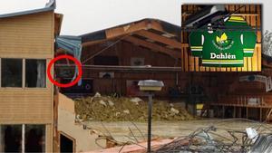 Patrick Sjöö:s bild från rivningen av Z-hallen. Tröjan är inringad. Infälld i bilden är matchtröjan när den hängdes upp i februari 2010.