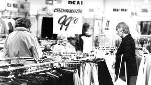 Bilden togs 21 juni 1982. Butik står det kort och gott.