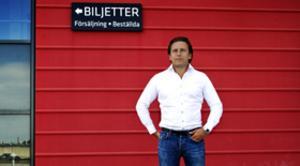 Michael Bengtsson, Modos marknadschef för Modo, gläds åt att helgens aktiviteter drog in 361 000 kronor till Bröstcancerfonden.