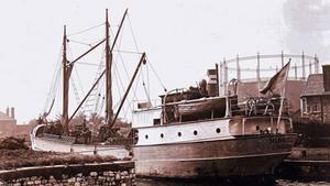 Enda båten från Westerås Skeppsvarv. Munktells III levererades strax innan skeppsvarvet i Västerås gick i konkurs 1919. Det unika lastfartyget gick sedan mest i norska vatten där de döptes om till Vaardag, Elgeseter och Kolsnes. Båten skrotades 1967. Bilden är från tidigt 1920-tal, troligen i en engelsk hamn.