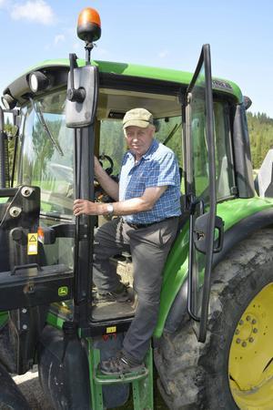Göran Mattsson arbetar hemma på gården till dess att höstterminen börjar.