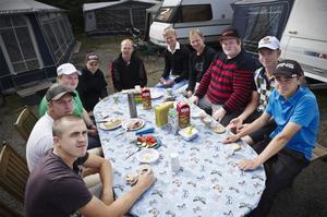 Frukost för mästare? Serielaget i Bollnäs GK samlades på tisdagen för att ladda upp inför fyra dagars seriespel hemma på Hårgabanan.