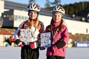 Tilde Fondelius, 10 år, och systern Selma Fondelius, 8 år, deltog i båda loppen samt tomtestafetten.