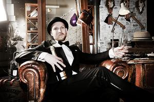 Mikael Jönsson, som driver butiken Uncle Frank, klär sig helst elegant till nyår.
