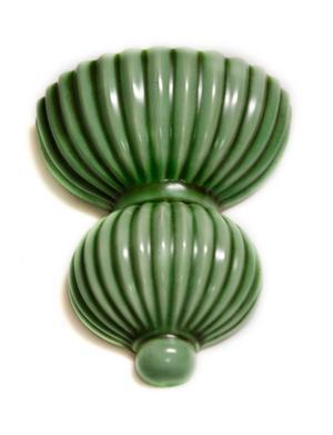 En dyrare variant från en känd porslinsfabrik, Gefle, i dimgrönt, 200 kronor hos Kavalkad.