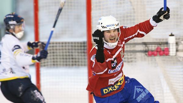 Johan Andersson fortsätter i Västanfors.