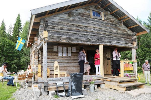 Stock för stock byggde de upp Lindblomshuset igen, nu är det i stort sett färdigbyggt.
