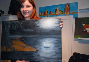 Sandra hoppas att många kommer till utställningen och blir intresserade av hennes konstverk.