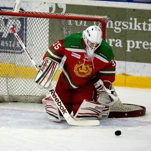 Enda pucken Linus Ullmark släppte in mot Karlskoga var i numerärt underläge. I andra perioden räddade Modolånet flera klara lägen som gästerna skapade.