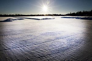 Tekniska förvaltningen ska försöka fixa till isbanan på Lillfjärden.