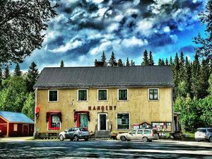 Augusti: Hamrebys, affären som har nästan allt. Dikanäs, Lappland.