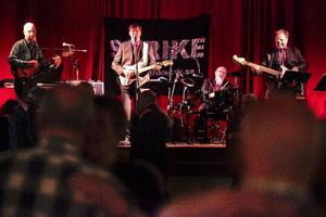 Strike är ett genuint lokalt band där alla medlemmarna är norrhälsingar. De underhåller på långfredagens påskbuffé.