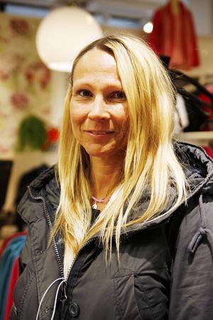 Yvonne Axelsson, Östersund   – Ja, lite grann, jag tror att det är al. Det rinner i ögonen och näsan. Allergin har kommit mer och mer.