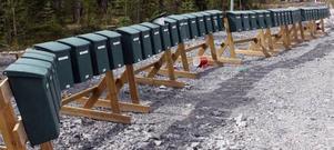 Brevlådorna börjar komma på plats i Sånghusvallen.