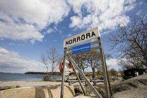 Knarkodlingen hittades i en sommarstuga på Norröra, ön som är känd genom Astrid Lindgrens filmer om Saltkråkan.
