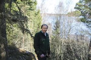 Bertram Schmiterlöw har köttdjur, spannmål och skog på sin gård Mörby. – Det utvidgade strandskyddet på 300 meter omöjliggör ett aktivt jord- och skogsbruk på många håll, säger han.